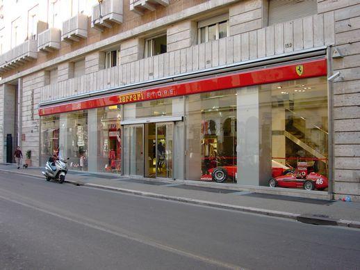Ferrari via tomacelli roma tulli arredamenti 2012 for Ferrari arredamenti battuello
